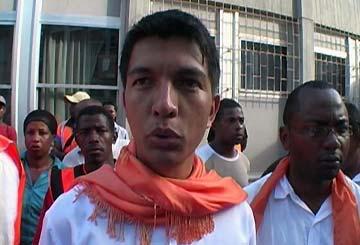Rajoelina, le maire destitué, a rencontré Ravalomanana