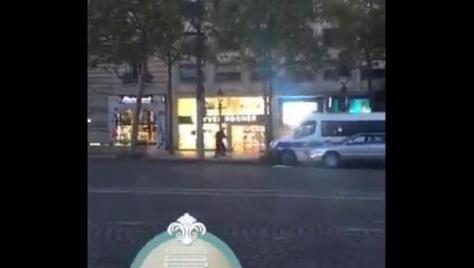 """Une vidéo de la fusillade sur les Champs Elysées dévoilée: """"Et là, il a sorti une kalachnikov..."""""""