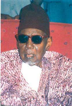 Adamo rend un émouvant hommage à Serigne Babacar Sy avec