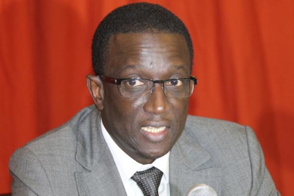 """""""L'administration douanière doit relever le défi de la criminalité transnationale"""" (Amadou Ba)"""