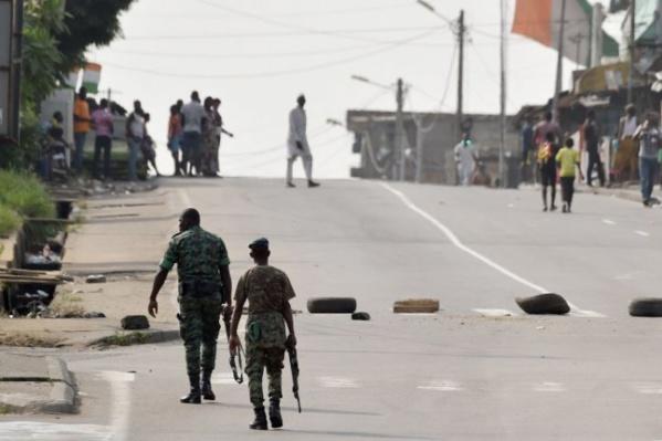 Bruits de bottes en Côte d'Ivoire : plusieurs centaines d'ex-rebelles bloquent l'accès à Bouaké