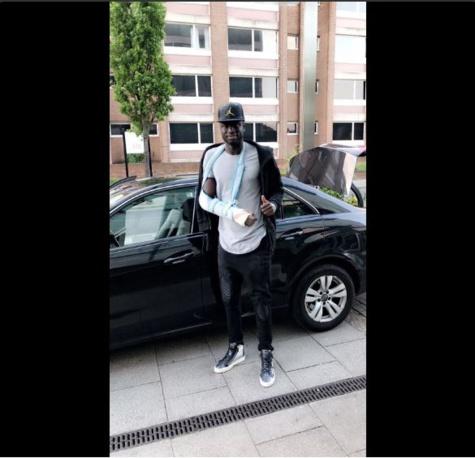 Cheikhou Kouyaté: son bras droit immobilisé