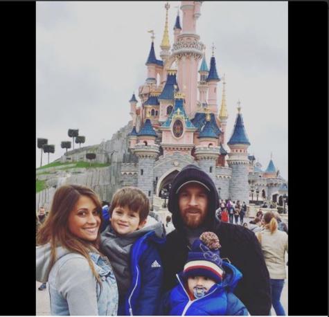 En couple depuis 2009 et parents de deux garçons, Lionel Messi et Antonella Roccuzzo se marieront le 30 juin prochain à Rosario.