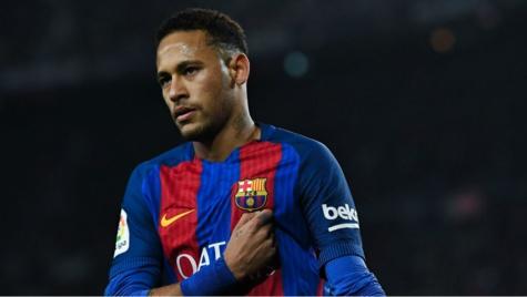 Neymar a déclaré que si Juan Carlos Unzué (adjoint d'Enrique) restait, alors le Brésilien quitterait le Barça !