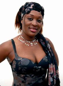 Port & trait Ndèye Fatou Tine, chanteuse : Titi, et si le chœur avait ses raisons…