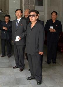 La Corée du Nord tire un missile et menace encore
