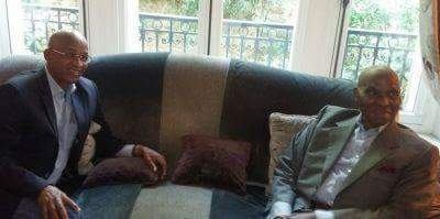 Visite de Cellou Dalein Diallo à Abdoulaye Wade à Versailles (Images)