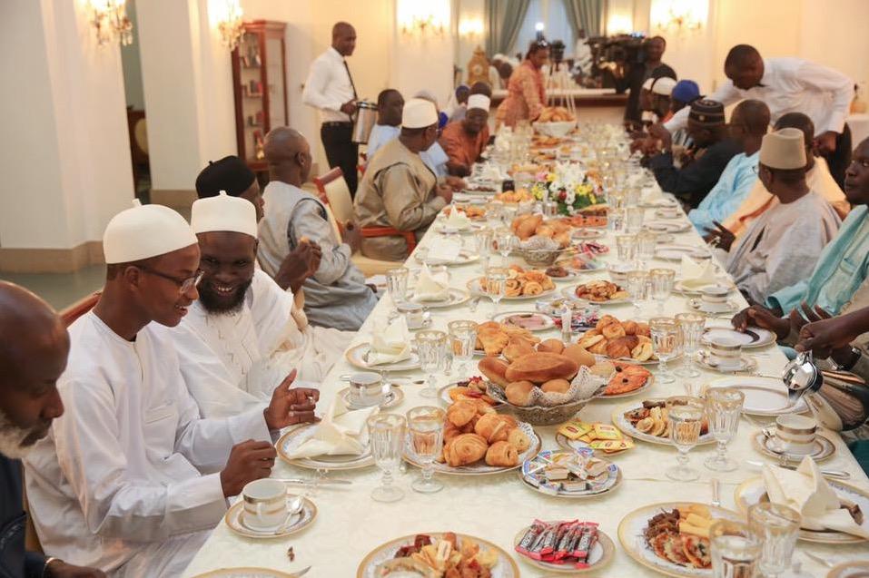 VIDEO - Le Président Macky Sall offre 10 millions à Mouhamadou Moudjitaba Diallo et Mame Diarra Ngom, lauréats du concours international de récital de Coran en Malaisie