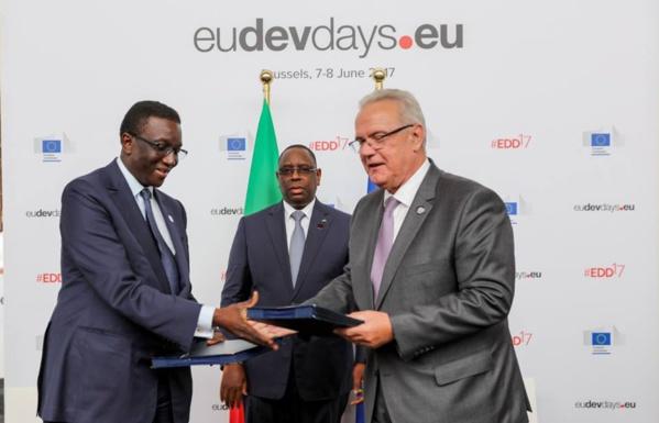 Macky SALL et Amadou Ba ont paraphé des conventions sur l'électrification rurale et la sécurité intérieure