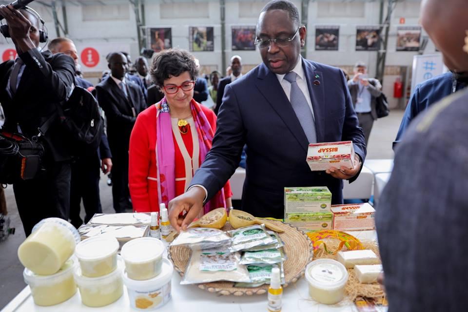 Macky SALL visite le stand du Sénégal aux European Development days