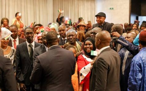 Macky Sall prend un bain de foule avec les Sénégalais de Belgique
