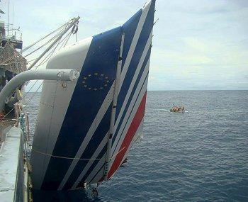 AF 447 : les Brésiliens arrêtent les recherches, les Français continuent