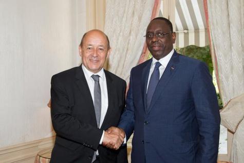 Coopération : Le ministre français de l'Europe et des affaires étrangères, Le Drian à Dakar le 15 juin 2017