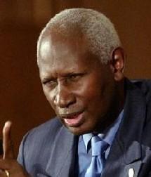 Abdou Diouf pour une action d'envergure apte à '' détruire la souffrance '' des peuples