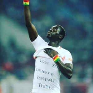 (02 Photos et vidéo) : « Love You Cheicky », le vibrant hommage de Papis Demba Cissé après son but