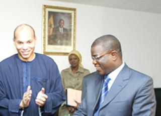 Karim Wade tu peux être le père de Cheikh Diallo  Ou de Baldé  c'est facile mais être le Père de la Nation sénégalaise est autre chose. »