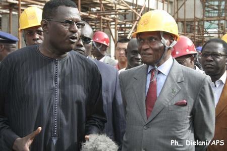 Le président Wade ''envisage'' le report du FESMAN jusqu'en décembre 2011
