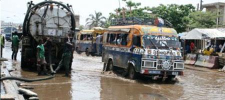 PREVENTION DES INONDATIONS DANS LA BANLIEUE  Le Conseil Régional de Dakar au secours des populations