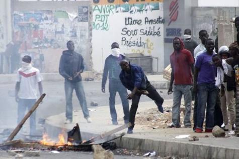 Après la diète, les ex-travailleurs d'Ama et Sias envahissent la rue