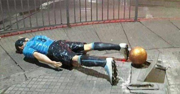 La statue de Luis Suarez vandalisée