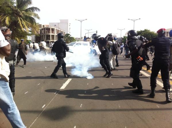 Manifestation devant l'Assemblée nationale : Les forces de l'ordre malmènent les protestataires