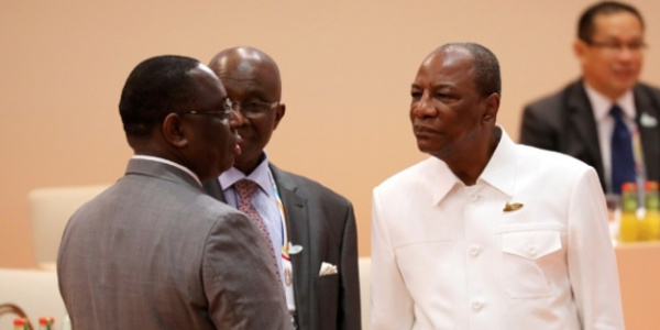 Le président Macky Sall et le chef d'Etat guinéen Alpha Condé, avant le début de la troisième session des travaux du Sommet du G20, le 8 juillet à Hambourg en Allemagne. (Crédits : Reuters)