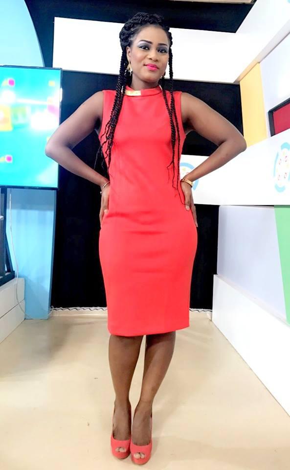 """( 05 Photos ) Merry Bey Diouf de la TFM, hyper classe avec sa robe """"rouge danger"""""""