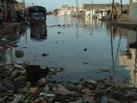 Les Sénégalais, entre délestages et inondations