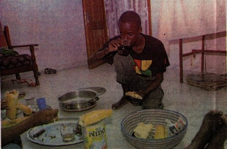 CHEZ MALAL TALL, RAPPEUR: Ndogou avec un Fou pas si malade