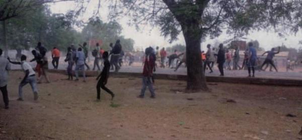 Diakhao: les jeunes affichent leur colère contre Bby
