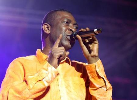 LENTEURS DANS LE DEMARRAGE DE SA TELEVISION:Youssou Ndour bande ses muscles