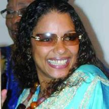 ...Et Aïda Coulibaly donne à Youssou Ndour comme cadeau d'anniversaire...une fille