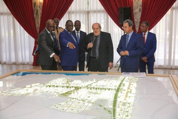 La maquette du projet de la cité des Affaires de l'Afrique de l'Ouest présentée au Président Macky Sall