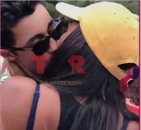 Photos : Sasha Obama crée un scandale en embrassant...la toile s'enflamme, regardez la coquine