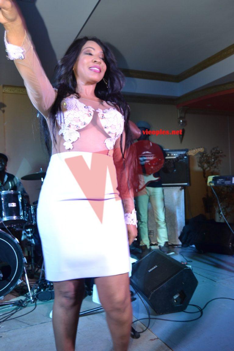 (11 Photos) Appréciez la robe de Viviane Chidid en ESPAGNE