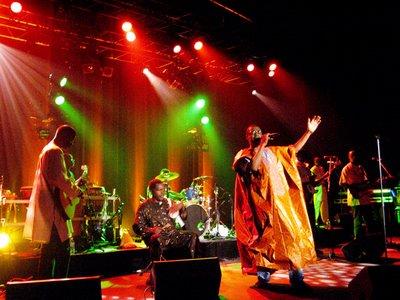 Un mouvement de soutien et 40 000 signatures pour TFM de Youssou Ndour