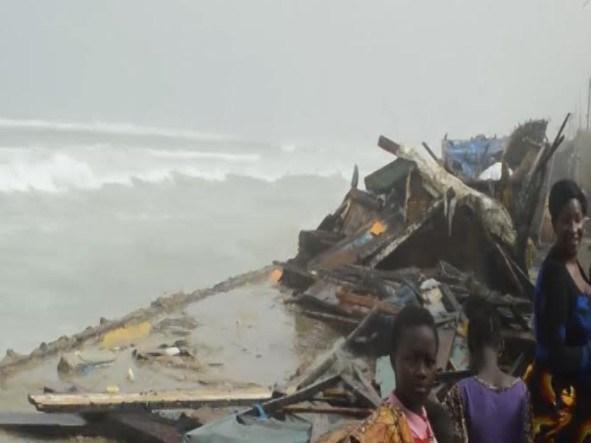 Saint-Louis : La mer se déchaîne et fait tomber le mur de protection et plusieurs maisons