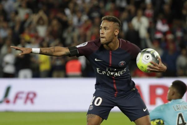 Neymar tacle et descend les dirigeants du Barça