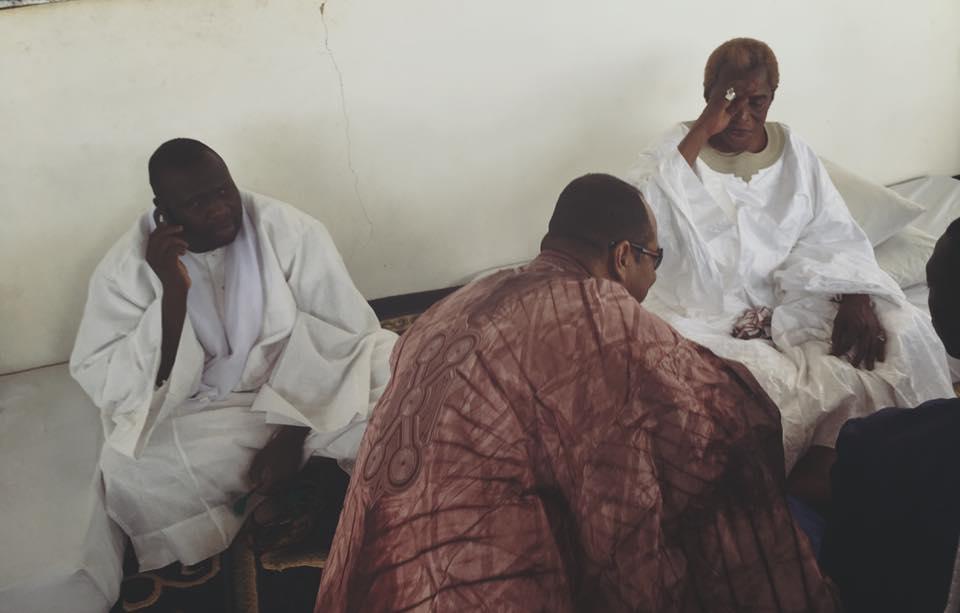 ( 07 Photos ) Luc Nicolaï chez Serigne Abdou Karim Mbacké pour recueillir des prières...