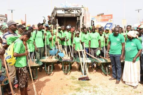 Images: Le ministre Abdoulaye Diouf sarr a lancé ce vendredi, l'opération spéciale de gestion des déchets solides sur toute la région de Dakar.
