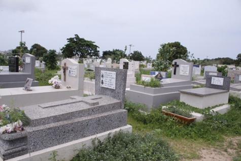 Commémoration des fidèles défunts : Les chrétiens démarrent le nettoyage des cimetières catholiques à Dakar