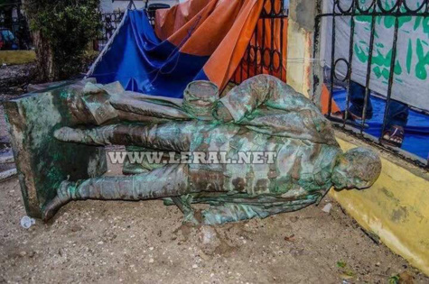 (Photos) La statue de Faidherbe tombe naturellement ce 5 septembre 2017
