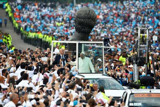 Le pape François blessé dans un accident à bord du papamobile
