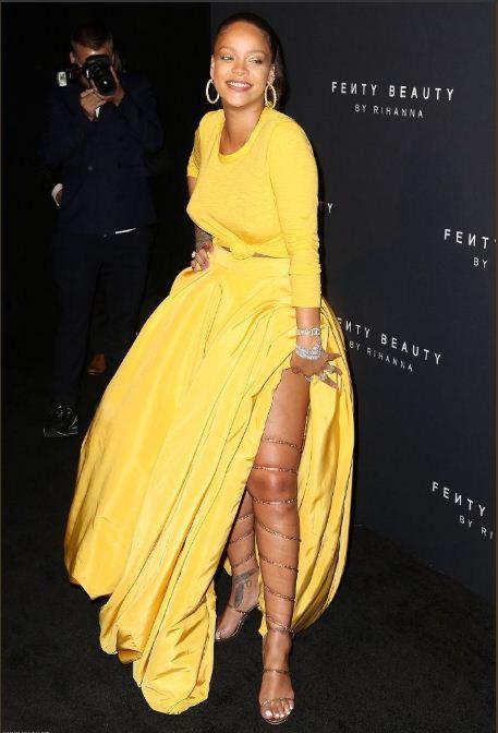 Photos: Rihanna époustouflante dans sa belle robe