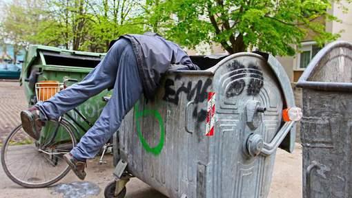 """Poursuivi pour avoir """"volé"""" de la nourriture dans une poubelle"""