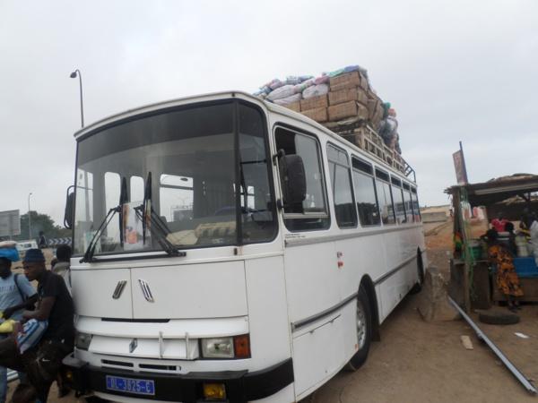 Drame à Sébikotane : l'apprenti qui dormait, tombe du marchepied du bus et décède