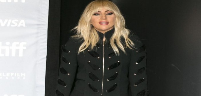 People: Lady Gaga révèle la maladie qui la ronge