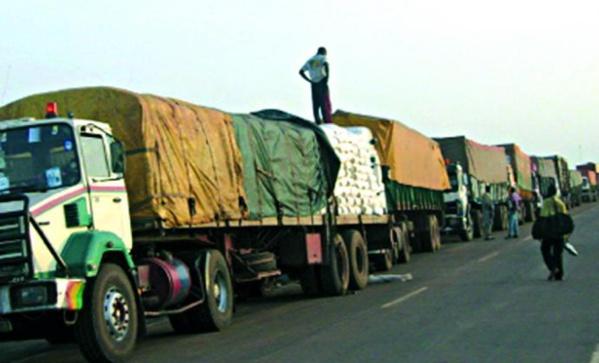 500 camions sénégalais bloqués au Mali