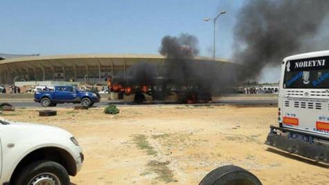 Transport public :  après l'incendie d'un bus, Dakar Dem Dikk «punit » ses usagers de Grand-Yoff