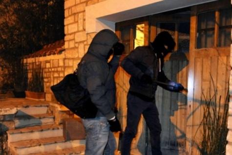Cambriolage de la Régie des bourses des étudiants : Mor Seck et Bacary Siby écroués, X activement recherché